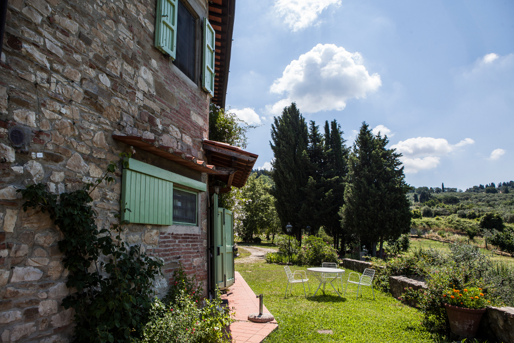 Cipreses florentinos en una casa de campo