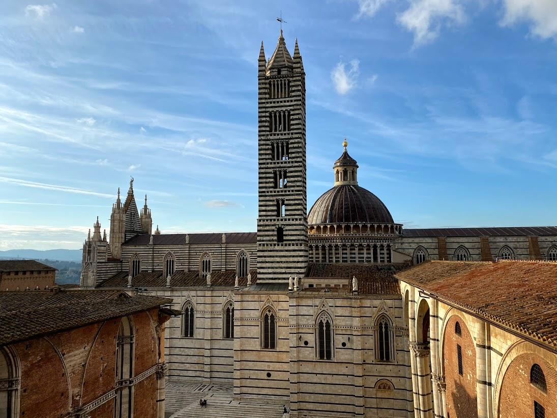 Vue de coté Duomo de Sienne