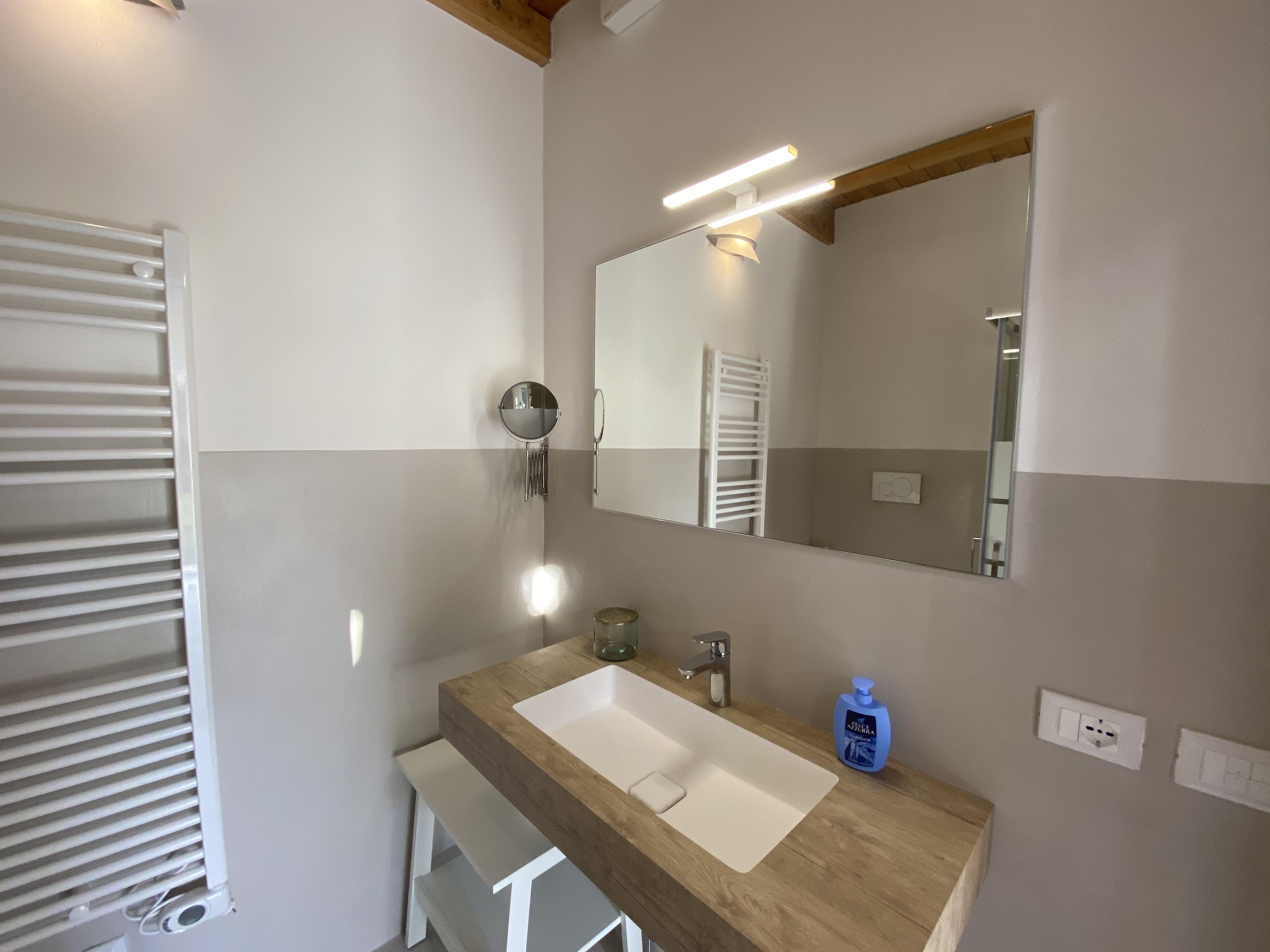 salle de bain avec douche en toscane